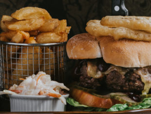 Healing Manor Hotel, The Pig and Whistle Burger