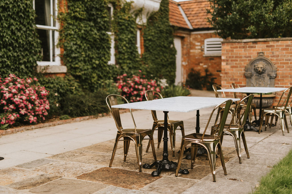 Garden dining at healing manor hotel